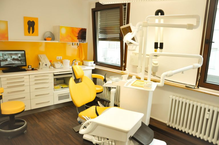 gelbesBehandlungszimmer